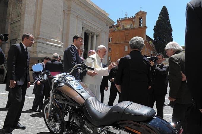 Франциск и мото
